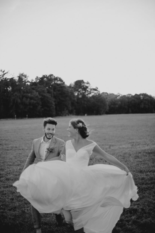 Hochzeitsfotografie Köln Südstadt laufendes Paar